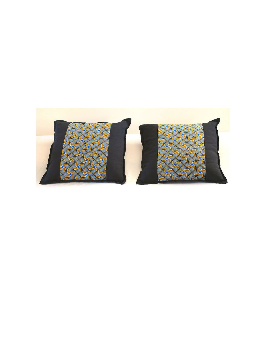 jet de lit matelass et coussins en wax et coton. Black Bedroom Furniture Sets. Home Design Ideas