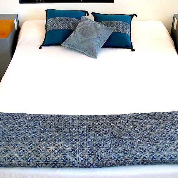 jet de lit matelass coussins tissu indien amma. Black Bedroom Furniture Sets. Home Design Ideas